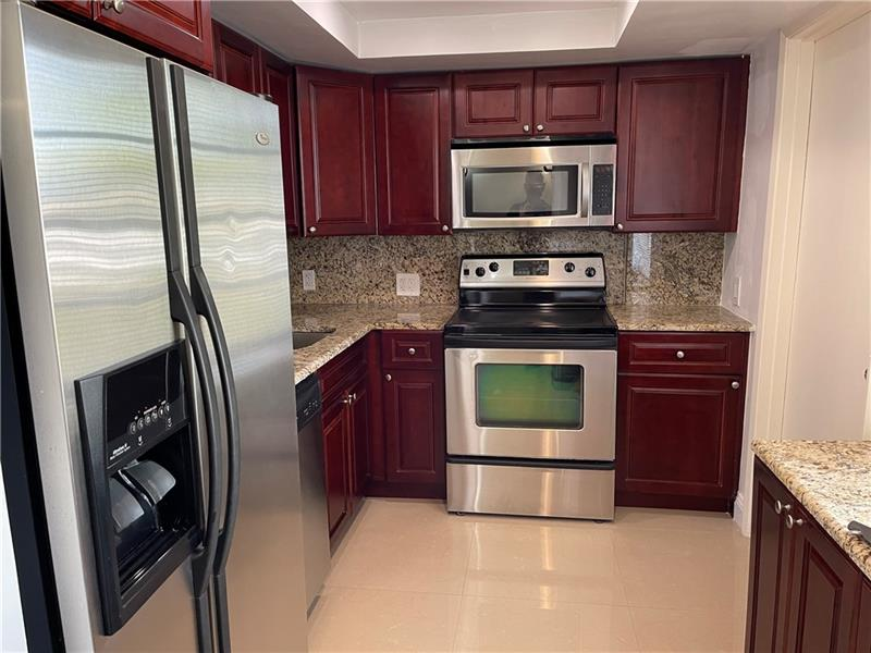 Updated upper floor 2/2 with pool & Golf views. Wood cabinet kitchen with stainless appliances.  Both bedrooms have their own bathrooms.  Fully furnished available from 6-12 months.  Close to shopping and all major highways.