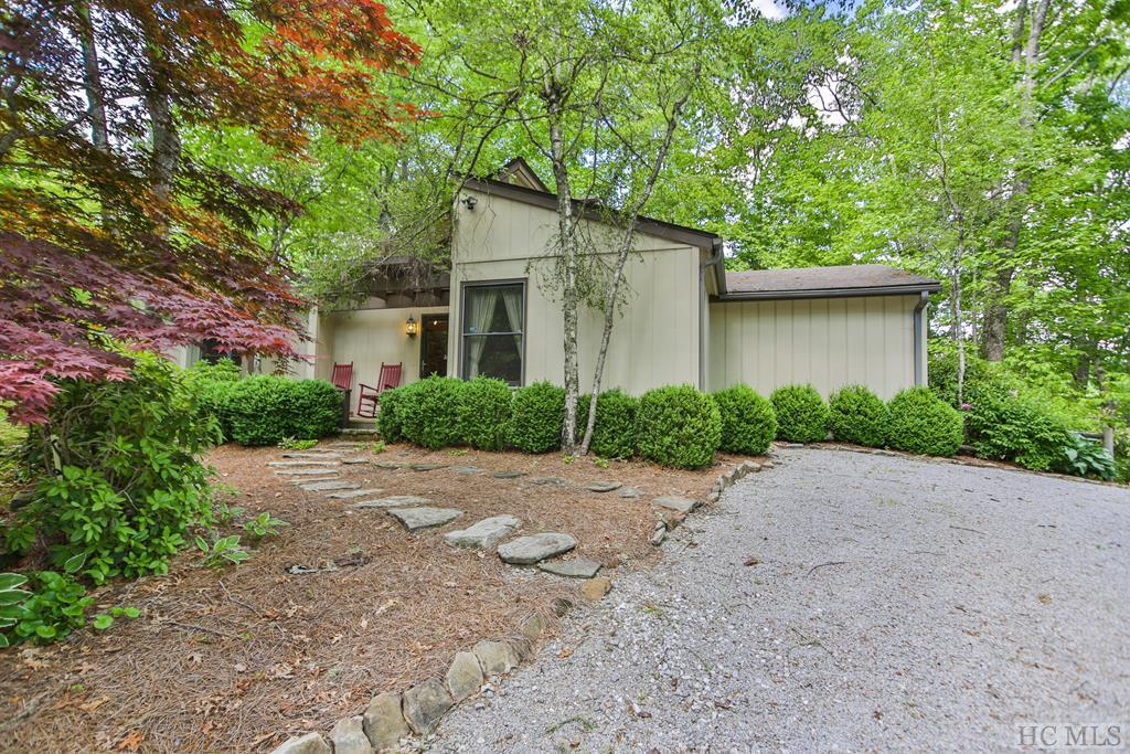 112 Rolling Woods Drive, Highlands, NC 28741