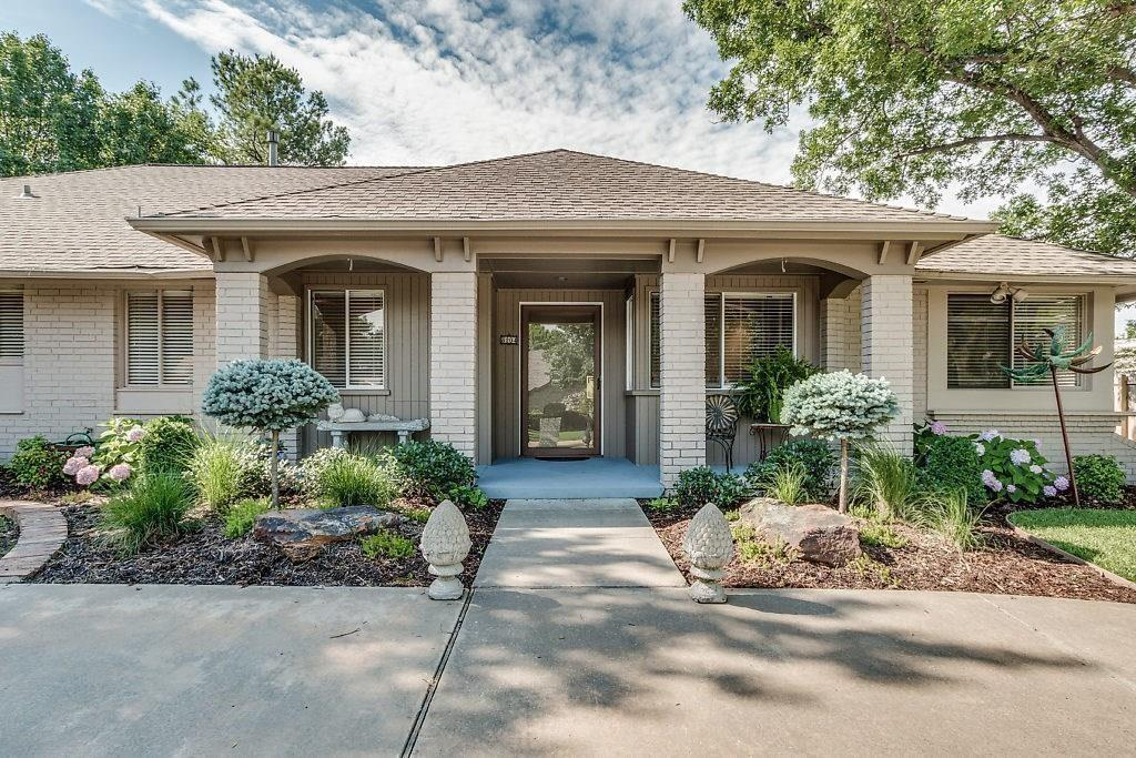 An opportunity to live in North Quail Creek.  This craftsman-built home has 3 bedrooms and 2.5 baths.  An extra room for games, media, or other social events.  House has been recently updated and well kept.  Close to the mall, parks, major highways, and roads.  Easy access to the OKC and Edmond.  Don't miss this opportunity!