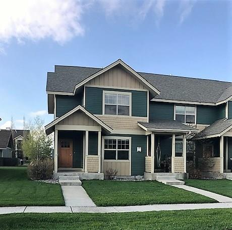 End unit condo featuring slate entry, oak hardwood floors, gas fireplace, central air conditioning.2 car garage with alley access. OFfering includes all kitchen appliances and washer/dryer.  Close to the community park and trail system.