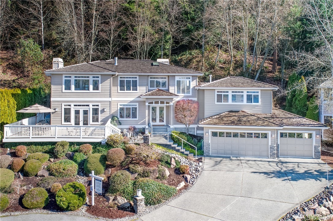 The ultimate NW perspective: lake, mtn & leafy outlooks are yours to treasure from walls of westerly windows. Embrace lakefront ownership w/ sunset kayaks & beachside bonfires. Moore your boat, lounge on the dock & store your paddleboards in the finished 3-car garage. A contemporary residence w/ a crisp neutral palette anchored by materials of substance & style. Marble, granite & handsome hardwoods. Casual, comfortable living enhanced by a sunlit deck, fireside master, A/C & exquisite remodel.