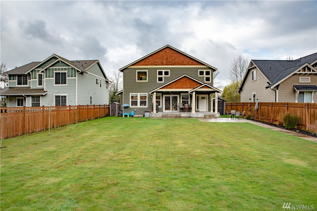 WELCOME HOME TO BRONSON MEADOWS. BETTER THAN NEW, CUSTOM BUILT, 4 BED 2.5 BATHS 2,227 SQFT HOME IN THE HEART OF DOWNTOWN SUMNER. HOME FEATURES SS APPLIANCES, GAS FIREPLACE, HUGE KITCHEN W/ OPEN CONCEPT FLOOR PLAN, COVERED PATIO, FULLY FENCED YARD, 2 CAR GARAGE, AC, BAMBOO FLOORING, TRAVERTINE TILE W/ SLAB GRANITE COUNTERS, 5PCS MASTER BATH W/ 6FT SOAKING TUB, WALK IN CLOSET, 3 LARGE BEDROOMS, WALKING DISTANCE TO TOWN, YMCA AND ALL AMENITIES. EASY ACCESS TO I5, 167 AND 410. NO HOA.