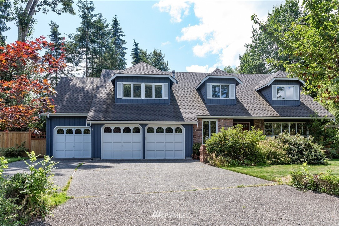This classic traditional home enjoys a park-like private community in Medina.  Home invites natural light into open kitchen, breakfast nook opening to the sun-filled over sized deck & grassy backyard.  Main level offers family/living rm, formal dining and office, the upstair offers 4 bedrooms plus rec rm.Private & Meticulously landscaped flat yard with fire pit area and putting green. Perfect for Summer party! Shopping & minutes from downtown Bellevue and highway 520.