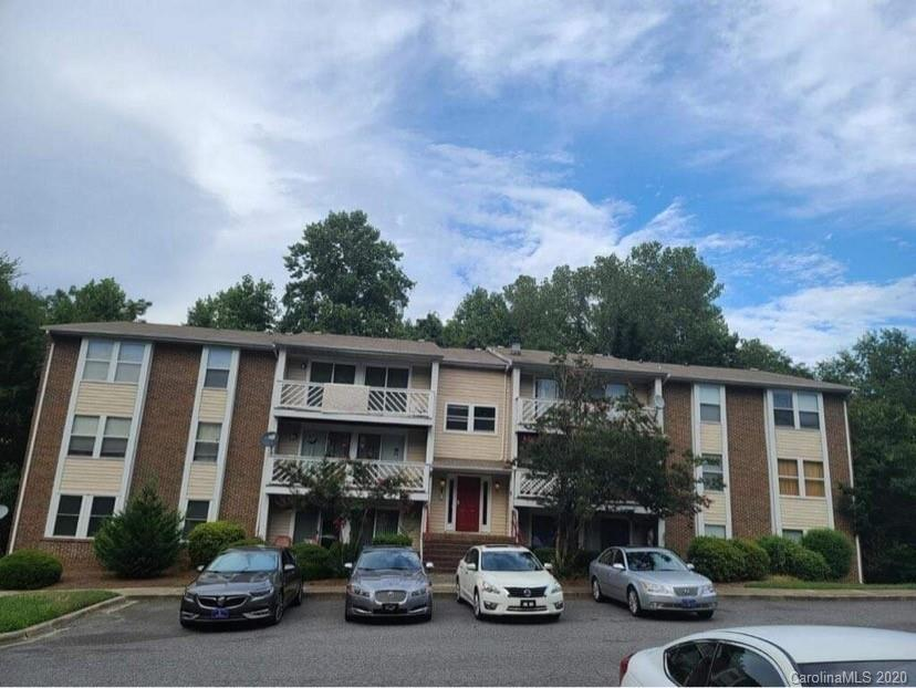 Check out this beautiful condo in Matthews. It has new flooring throughout, fresh new paint in the living room & kitchen area. Enjoy an open floor plan & a lovely balcony that backs up to trees which give you tons of privacy. Master bedroom has a walk-in closet, it'll go fast!