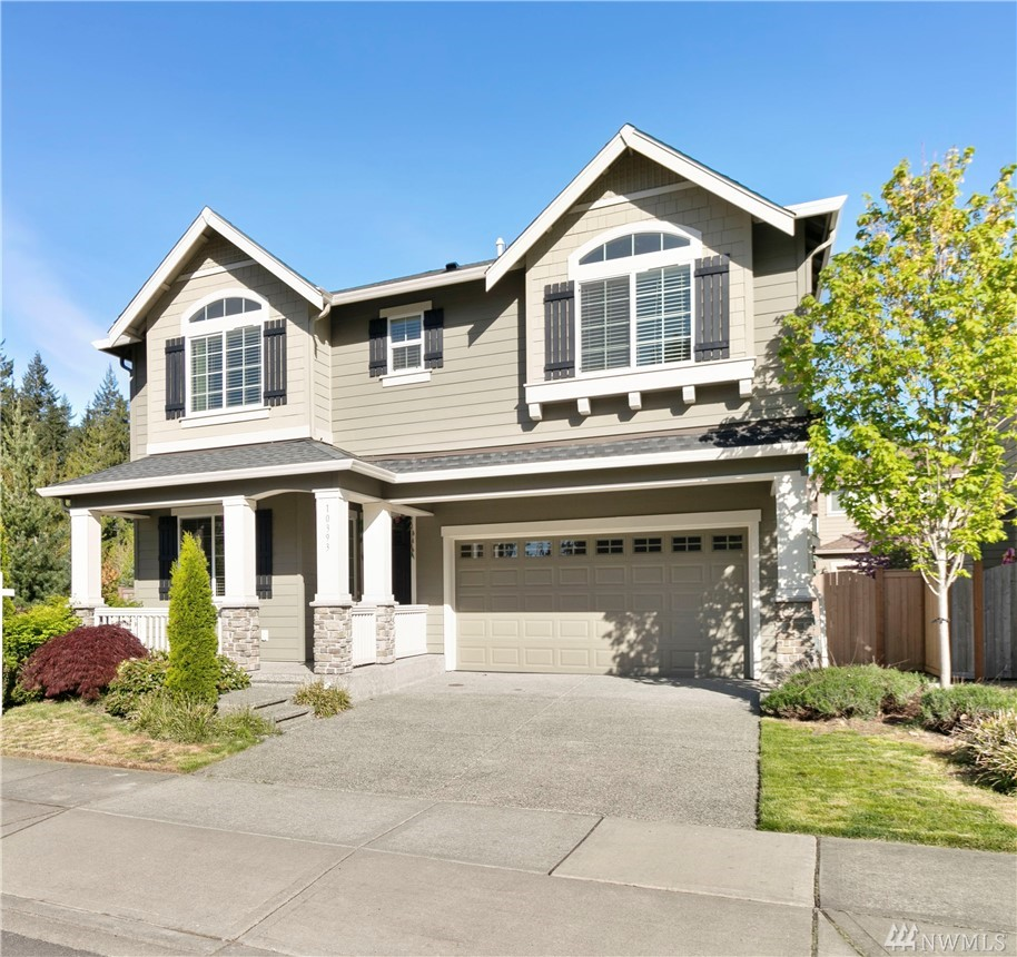 Exquisitely Pulte resale in the coveted Redmond Ridge East! Skyline floorplan features main floor den, spacious family room & Chef's kitchen.Granite slab, stainless appliances & generous use of hardwoods,luxury master suite w/5 piece bath&huge walk-in closet. Large bonus area & laundry upstairs.Covered patio, 2-car front garage. This home offers maximum privacy & high end finishes for the most discerning buyer.Close to parks,walking trails & shopping. Louisa May Alcott Ele Schl walking distance.