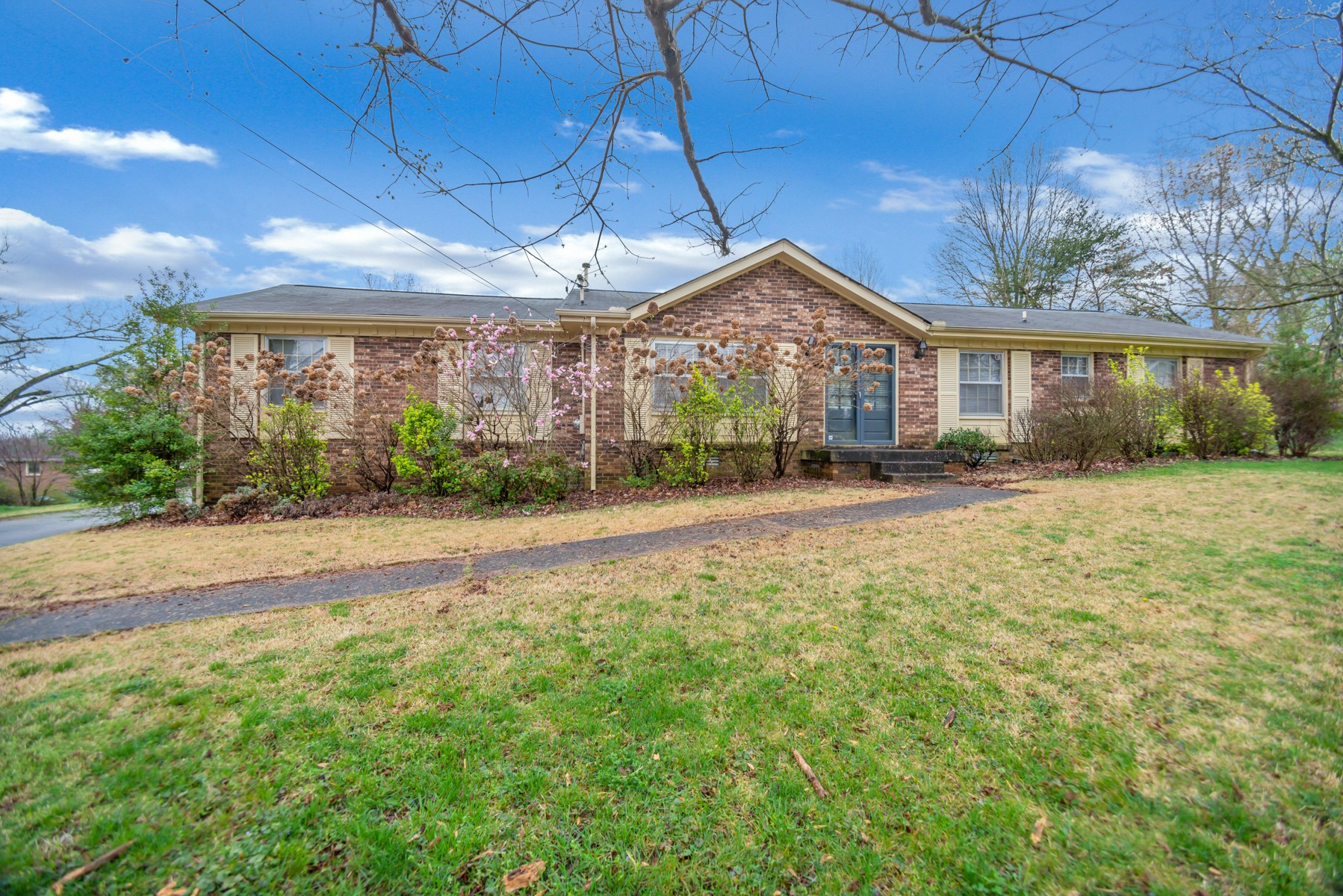 Perfect 1 Level- 3 BR, 2BA, Brick Home with Lofted Ceilings, Original Hardwoods, Open FloorPlan with Extra Large 2 car Garage &Concrete Driveway.  Large Fenced in Backyard & Home is on a Cul De Sac.  Close to 386!