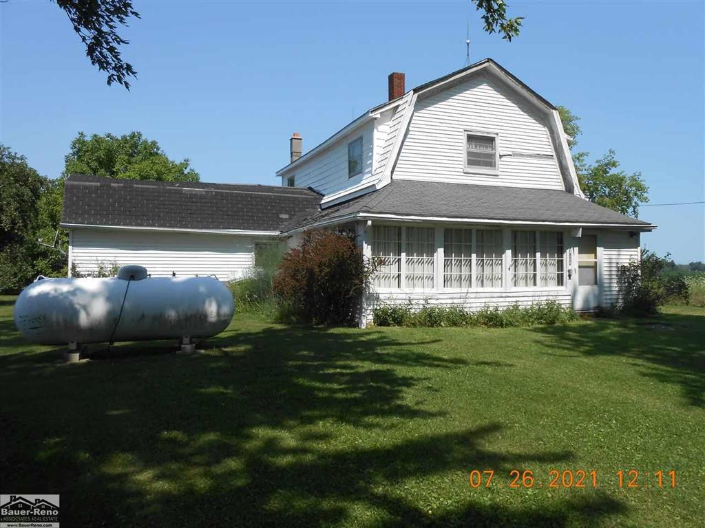 4 bedroom farm house includes 15 acres appx 13.5 tillable, 30x30 shed, 40x60 barn. Subject to farmers rights to harvest crop.