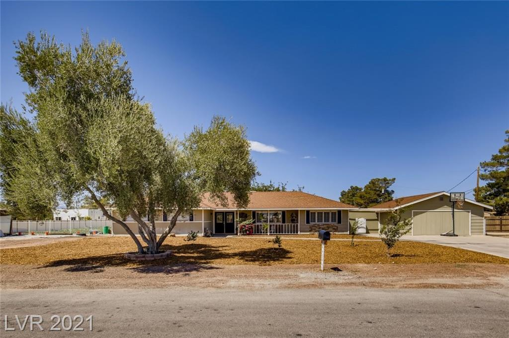 ** IMMACULATE ALMOST 1 ACRE INCOME PRODUCING PROPERTY ** RENOVATED 3 BEDROOM RANCH STYLE HOUSE WITH DETACHED CASITA WITH OWN KITCHENETTE AND BATH ** WOOD FLOORING, CEILING FANS, AND PLANTATION SHUTTERS THROUGHOUT ** OPEN FLOOR PLAN KITCHEN AND LIVING ROOM WITH RECESSED LIGHTING ** BEAUTIFUL KITCHEN WITH LARGE BUTCHER BLOCK ISLAND & COUNTERTOPS. STAINLESS STEEL APPLIANCES, RANGE HOOD, BACKSPLASH AND WHITE CABINETS BUILT TO CEILING WITH EXTRA CABINETS BUILT UNDER ISLAND/BREAKFAST BAR ** NICE SIZED BEDROOMS WITH CROWN MOULDING ** 576 SQ FT CASITA WITH PRIVATE ENTRY ** HUGE 40' X 14' COVERED PATIO/DECK ** A/C COOLED STORAGE ROOM/WORKSHOP DESIGNATED FOR FARMING BACKYARD DESIGNED TO EARN WITH CULTIVATING GARDEN, GROW ALL SORTS OF VEGETABLES/FRUITS - SO MANY POSSIBILITIES! ABOVE GROUND AND ON GROUND IRRIGATION, SUSTAINED BY PRIVATE WELL ** HUGE CHICKEN COOP WITH LONG RUN ** HORSE PERMITTED **