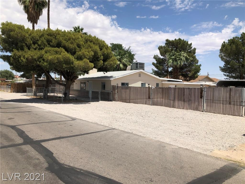 BACK ON MARKET!! ABSOLUTELY GORGEOUS! NO REPO OR SHORT SALE! SALE INCLUDES TWO PARCELS NEXT TO EACH OTHER (APN: 161-29-111-024 & 025) ADJACENT LOT CAN BE BUILT ON IMMEDIATELY IF DESIRED OR SOLD BY ITSELF*TOTAL ACREAGE IS .62*BRAND NEW KITCHEN WITH NEW CABINETS, NEW GRANITE COUNTERS & NEW SUBWAY TILE BACKSPLASH*BRAND NEW MASTER BATHROOM WITH GRANITE COUNTERS AND HUGE NEW WALK-IN, TWO HEADED SHOWER*SEPARATE LIVING AND FAMILY ROOMS WITH INDOOR LAUNDRY ROOM*TWO GUESTHOUSES*LARGER GUESTHOUSE HAS 2 FULL BEDROOMS, FULL BATHROOM WITH FULL KITCHEN*SMALLER GUESTHOUSE IS SET UP AS A STUDIO APARTMENT WITH A FULL BATHROOM FEATURING NEW SHOWER SURROUND*ALL NEW FIXTURES, SINKS, FAUCETS, TOILETS AND NEW WOOD BLINDS*HUGE, DOUBLE GATED RV/BOAT, CAR WORKSHOP COULD HOLD UP TO 6 CARS*PROFESSIONAL LANDSCAPE FRONT AND REAR*HORSE PROPERTY THAT HAS WAY, WAY MORE THAN CAN POSSIBLY BE DESCRIBED HERE*MUST SEE TO APPRECIATE AND ALL WITH NO HOA OR SID!