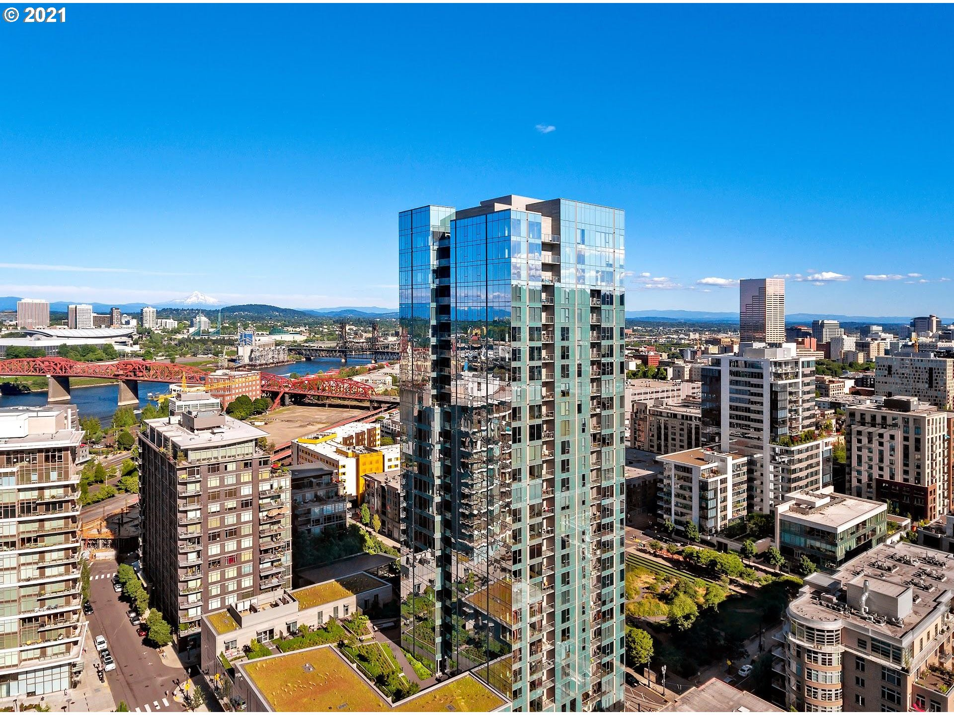 Come live on the 28th floor of Portland's iconic condo tower - The Cosmopolitan. The city's finest Penthouse with views to match the well appointed interiors. Floor to ceiling windows from every room offer unobstructed views of the city, bridges, river & 3 mountains. Great room style living, 3 private balconies, stunning entertaining spaces, 3 bedrooms w accompanying baths & additional office. Master suite with fireplace, spa amenities, and walk-in. Private in-home sauna, steam shower & gym.