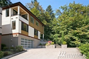 Modern Flair in this home built for today's lifestyle! 180 degree Lake Views, high end finishes, ELEVATOR & oversize  Media/Bonus Room! Extensive hdwds & 9' ceilings on each floor. Inviting entry welcomes you w/lake & mountain  views. Epicurean kitchen offers Viking Pro series appl's & dbl ovens. Butler's pantry. Romantic master retreat w/gas  frpl & spa-like bath. Built walkin closet. All ensuite baths bedrms. Wired for Video Security. Excellent Fengshui. First owner, lived in 4.5 years only.