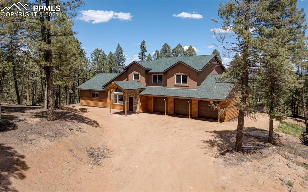 This custom built 4 bedroom, 3 bath, 3 car garage BRAND NEW mountain home has something for everyone! The window placement keeps this home bright and features the engineered bamboo flooring beautifully. It boasts a large open concept custom kitchen with high end appliances including a beverage/wine cooler, double oven and 5 burner gas stove - all of which come with a 10 year transferablewarranty. Each of the 4 large bedrooms offer ceiling fans and walk-in closets, creating ample storage.