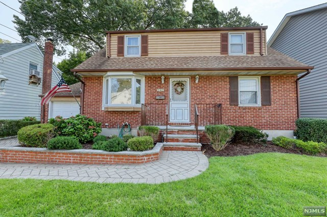 GREAT LOCATION IN BERGENFIELD!! QUIET BLOCK WITH 4 BEDROOMS, 2 FULL BATHS, FINISHED BASEMENT. CLOSE TO TRANSPORTATION, HOUSES OF WORSHIP, SHOPPING, SCHOOL AND SO MUCH MORE. COME SEE FOR YOURSELF!!
