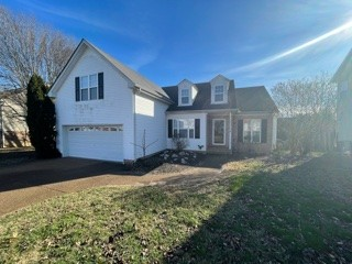 Great family home & community in Spring Hill! Minutes to shopping, restaurants and in a great school zone. Just 15 minutes from Cool Springs Mall.