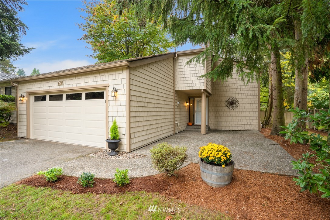 Great location! Minutes to Microsoft, Marymoor, Redmond Town Ctr & SR-520. This gorgeous updated 2 story home on a quiet tree-lined street has 4 bed/2.25 baths & 2 car garage. New paint ext & int, new carpet & new lighting. The Meadows is a planned community - Neighborhood amenities just 1 block away include a clubhouse, heated pool, tennis court & playground.