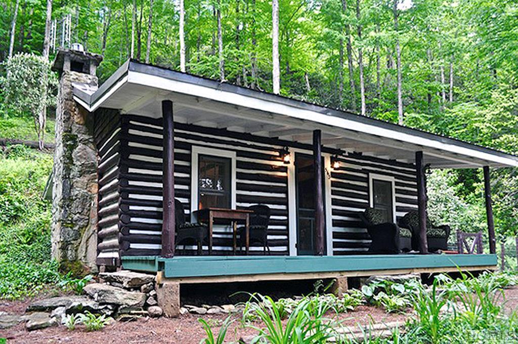 563 Lower Hawk Mountain Road, Lake Toxaway, NC 28747