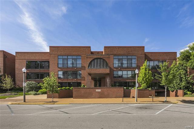 4554 Laclede Avenue, St Louis, MO 63108