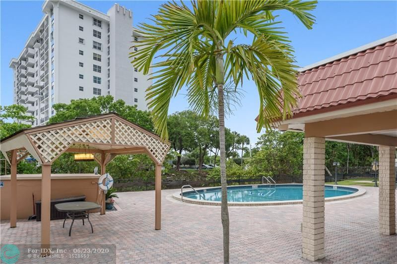 This charming one bedroom 1 bath unit is ready for the new homeowner. Located in the desirable Wilton Manors neighborhood, minutes to Wilton Dr, this unit's kitchen boasts a handy breakfast bar, granite counter tops, and hardwood cabinetry. Close  Shopping, Dining and Entertainment seconds from your doorstep! Manor Grove features lovely landscaped grounds with a pool, and a clubhouse. No Rec/Land lease. Pets allowed max 20 lbs.