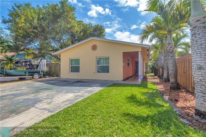 Great downtown Oakland Park location, walk to restaurants, bars, entertainment, close to major bus routes, highways, downtown Ft. Lauderdale, Wilton Manors and the beach. Perfect for owner occupant that wants an income unit too. Or would be easy to rent Airbnb 2 units.