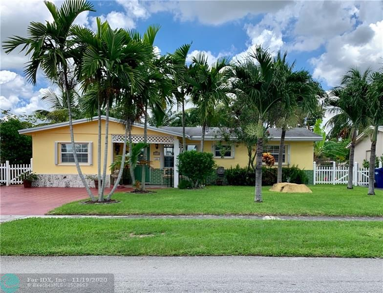 Motivated Seller !!! Nice three bedrooms single family home , fully upgraded ,wood floors and tiles ,updated kitchen with stainless steel appliances and enclosed patio . South of Oakland Park BLVD , West  on 26th St .