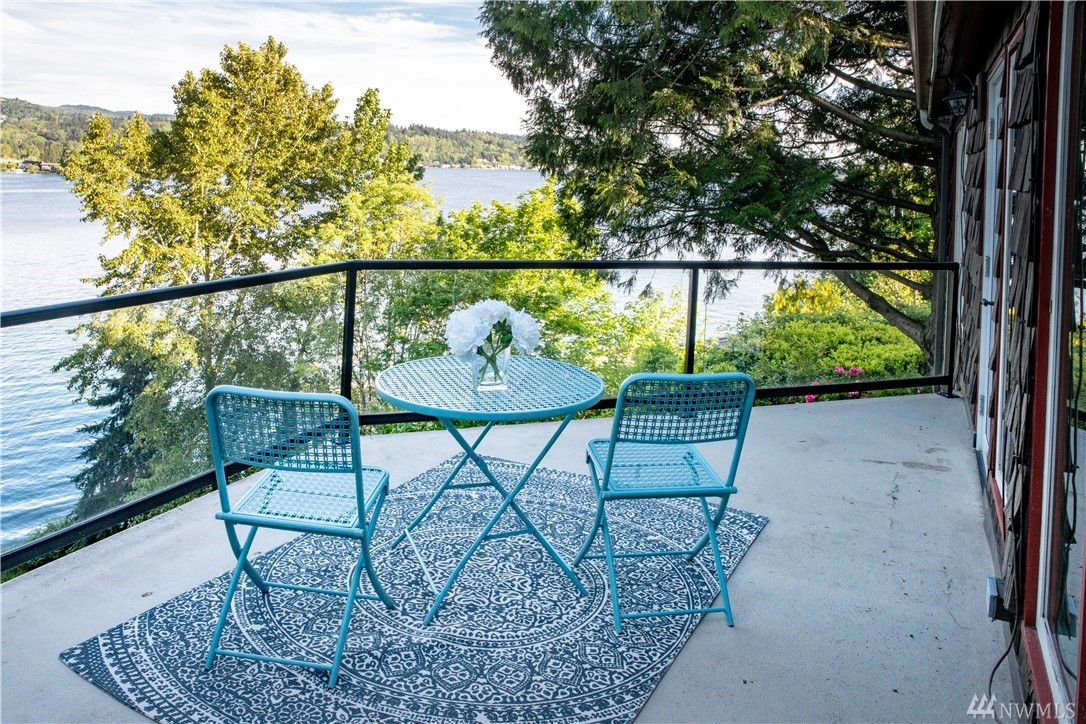 Old world charm combines with breathtaking views in a perfect reinvention of this classic shared waterfront home. Built in 1915, and nestled in a lush private setting with a level driveway this 3 bdrm, 4 bath home boasts updated kitchen, windows, master suite & utilities. Deeded ownership of 15 ft of waterfront and 1/6 interest in 115 sf of shared waterfront with dock and boat lift. Separate cottage is perfect guest quarters or rental with 2 bdrms, 3/4 bath & living room. Easy I-90 access.