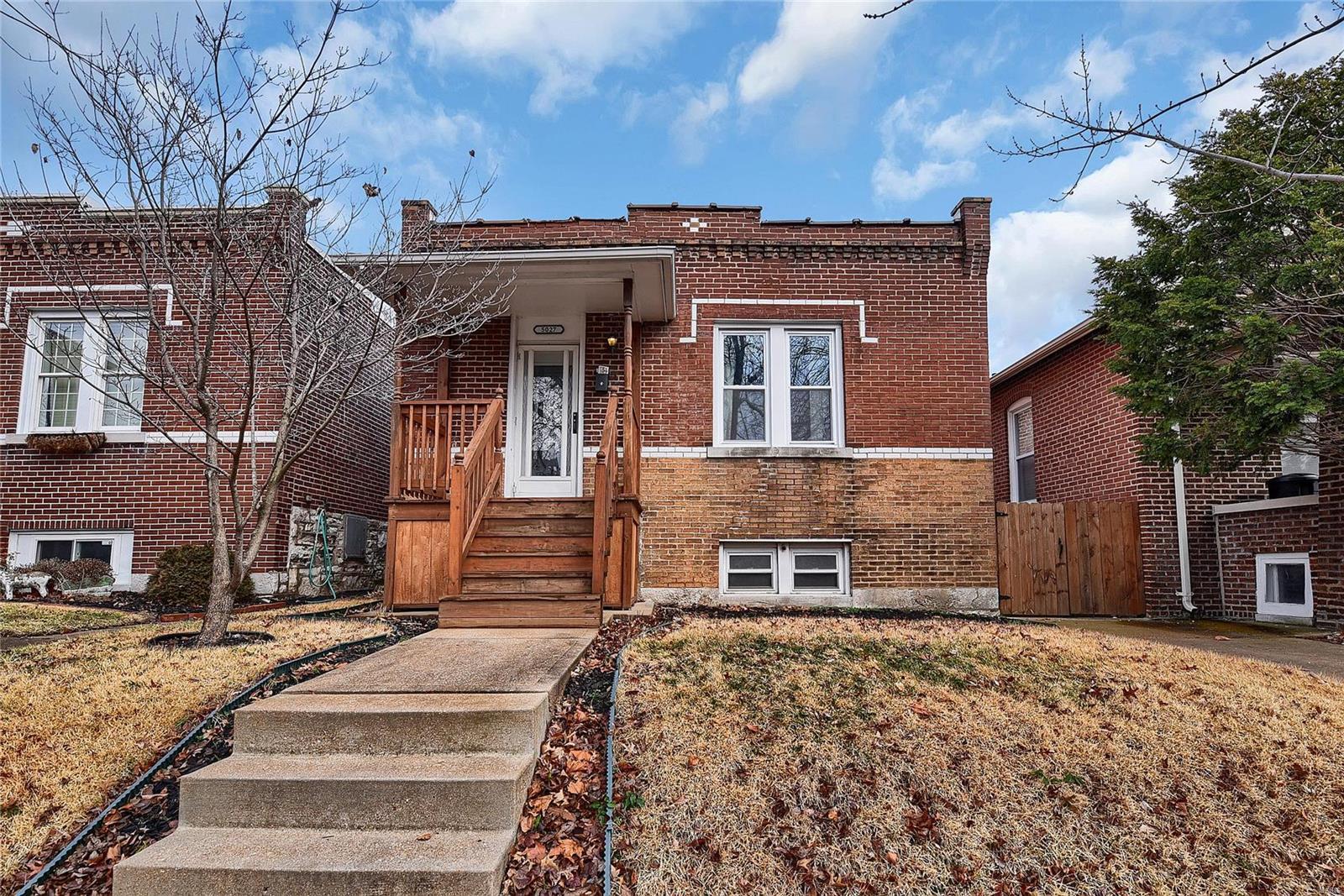 5027 Rosa Avenue, St Louis, MO 63109