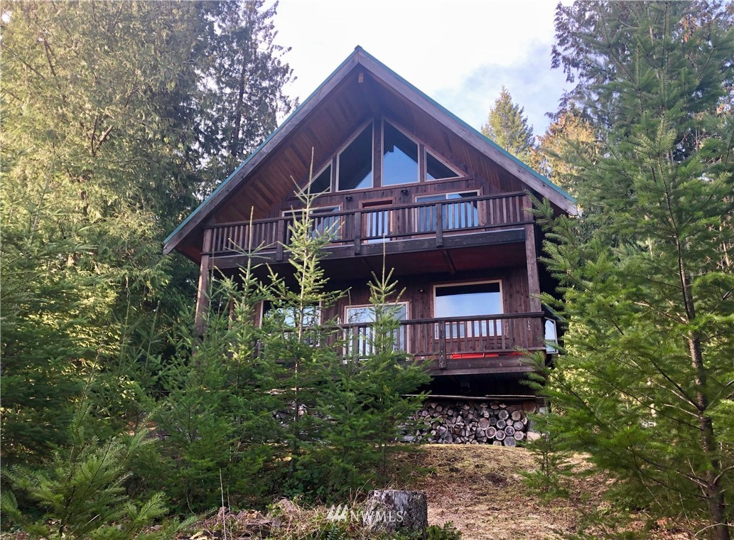 Impeccable craftsmanship in this Upper Timberline TURN-KEY cabin in Packwood, WA. With a gorgeous kitchen and open living and family rooms, wood-slab bar, 4 covered decks (672 sf add'l living space!), beautiful views, $60k in cedar walls, detailed work of local artisans, and more! Wired for a 50 amp generator with an RV space - 30 amp plug, water and septic in place. Community pool, clubhouse, tennis. Near Mt Rainier & White Pass Ski Resort, this 2+bedroom, 2-bath cabin in the woods is calling!