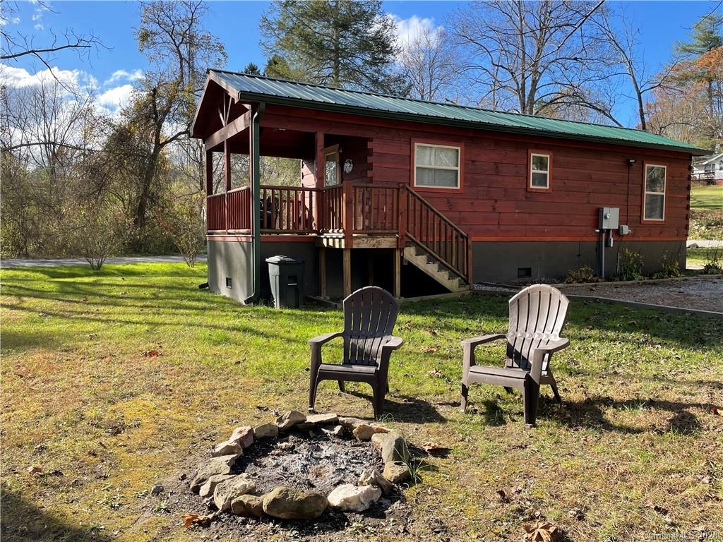 Looking for an investment opportunity or thinking of downsizing? This spacious tiny home cabin is the perfect vacation rental for those looking to vacation in beautiful Western North Carolina and visit Historic Hendersonville and surrounding areas. This home is located at beautiful Osceola Lake (private lake). Enjoy the peaceful 1.6 mile level walk, run, or ride around the lake, go for a swim, or test your paddle board skills. Level easy to maintain .34 acre lot with city water and city sewer. Enjoy the convenience of city living while only paying county taxes. Home is located close to area golf courses, country clubs, and only 2 miles to Historic Downtown Hendersonville.