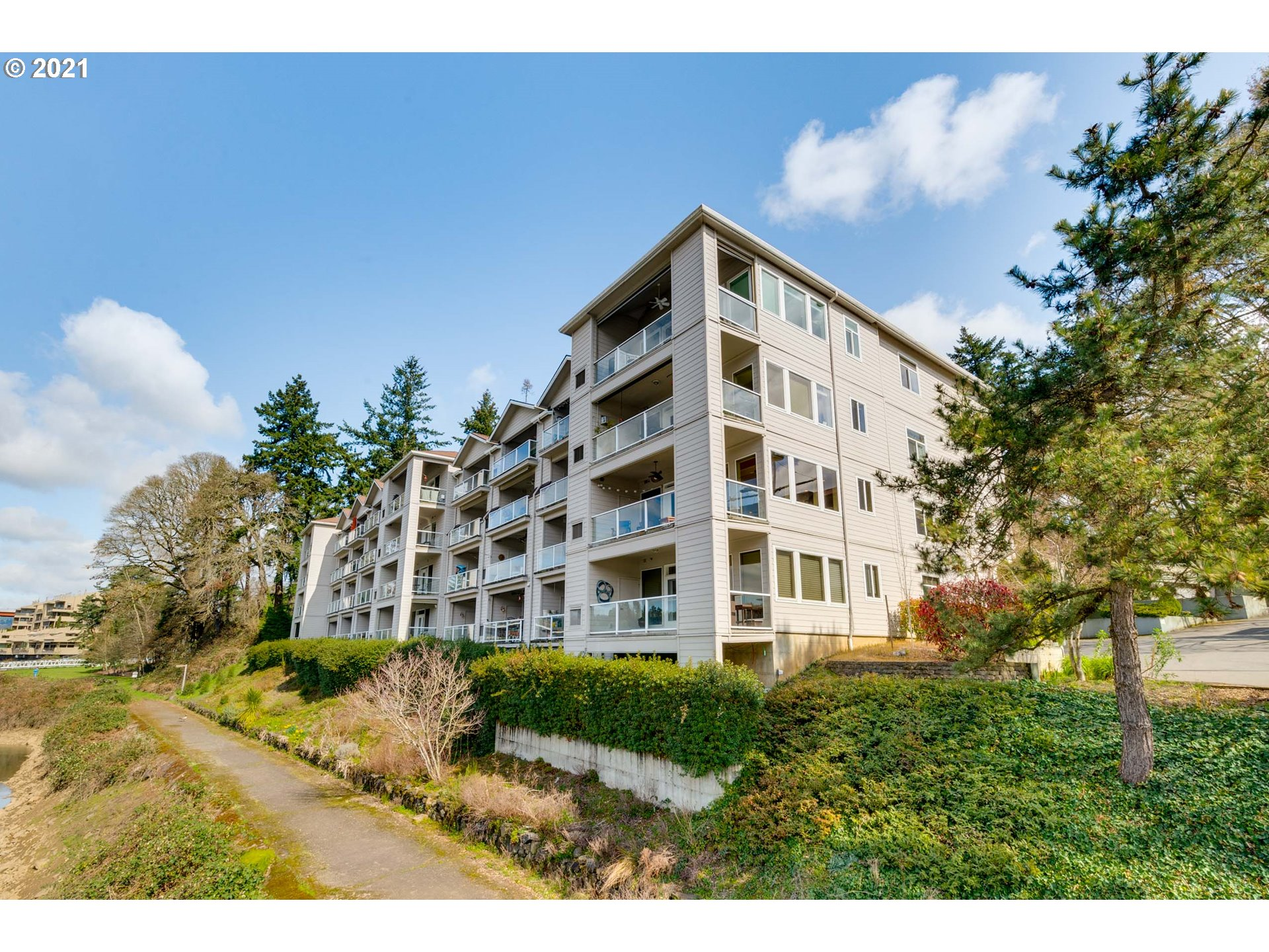 Serene Sellwood waterfront, single-level living w/stunning Willamette River views! Rare 3 bd/3 ba at Waverly Landing with 2 on-river balconies! One owner, pet-friendly, ground floor, accessible, open floor plan. Mstr. w/custom closets. Gated complex w/2 large, secured parking spaces, ample storage in condo & garage. Located next to interior courtyard, adjacent to the Springwater Trail & Waverly Marina. Only 6 blocks to Sellwood restaurants, shopping, & amenities plus easy access to downtown!