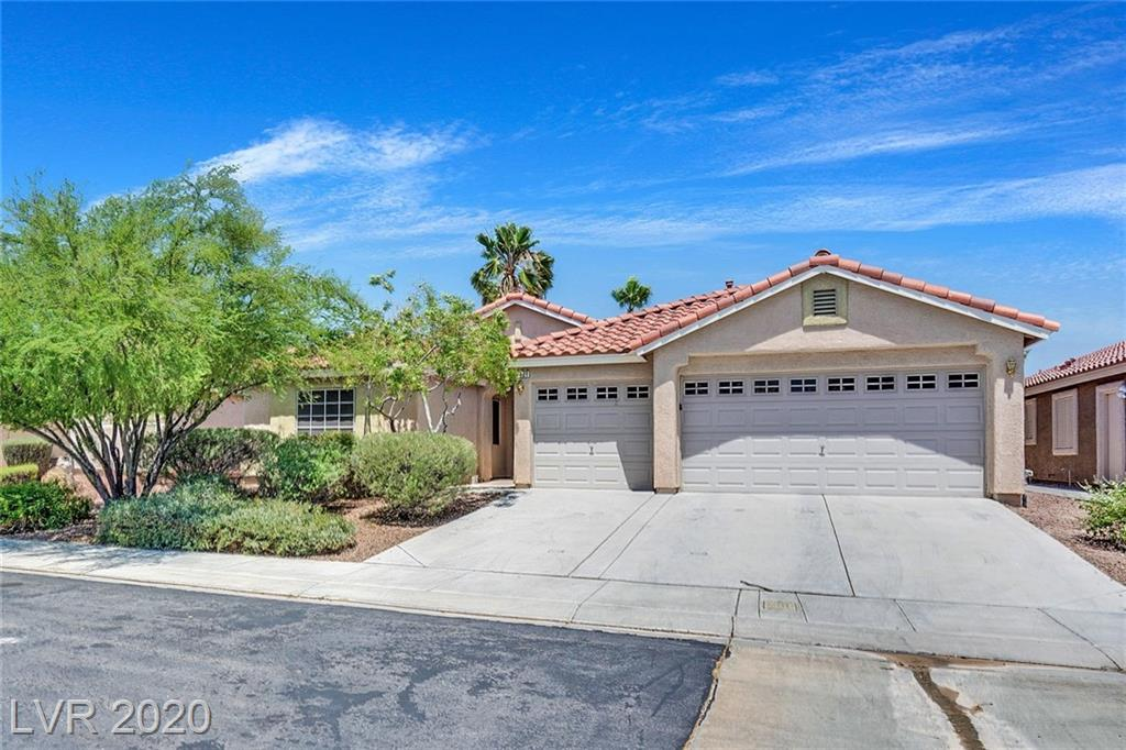 GREAT SINGLE STORY HOME IN ALIANTE GATED COMMUNITY! ALMOST 2000 SQFT WITH 3 LARGE BEDROOMS, 2 FULL BATHS, SPACIOUS KITCHEN WITH ISLAND AND BREAKFAST NOOK, LARGE LIVING ROOM W/FIREPLACE & MEDIA NICHE, LARGE BACKYARD & 3 CAR GARAGE. MASTER BEDROOM SEPARATE FROM OTHER ROOMS TOO!
