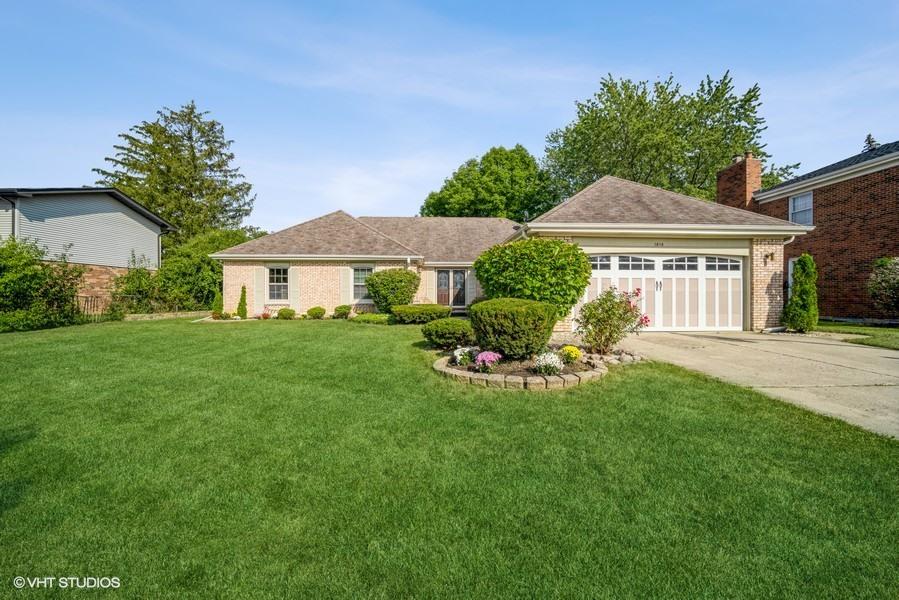 1615 Barry Lane, Glenview, IL 60025