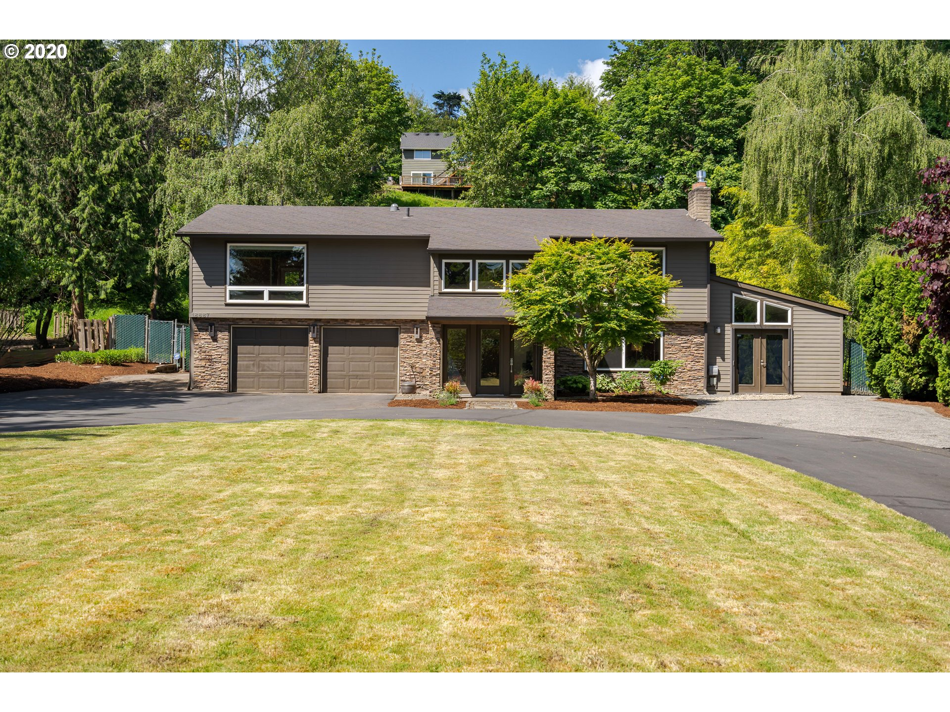 Open This Sat and Sun 12-2pm. Please be prepared with masks, 1 party through at a time. Pull up to this peaceful, .51 acre home, across the street from the Willamette River! Enjoy the Entertainers Kitchen: Gas, S/S appliances & Open Family Room. The Master Suite has deck access, heated floors. Perfect studio for work from home w/dbl. french doors. Plenty of Boat/RV parking & so many upgrades! Appt Only