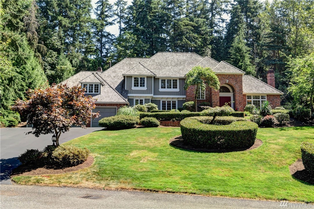 Spectacular Buchan home in prestigious Westchester Estates. Elegant 4000 SF, 4BD, 3.25 bth on a .855 ac lot in a quiet cul-de-sac. Formal living room, dining room & wood paneled office. Gourmet kitchen with slab granite counters & gas cooktop. Opulent millwork includes triple crown molding. Family room adjacent kitchen. New spa-like Master ensuite with soaking tub. Soaring ceilings, skylights, dual staircases, new carpet, hot tub, oversized 3-car garage, Lake WA school district. See the v-tour.
