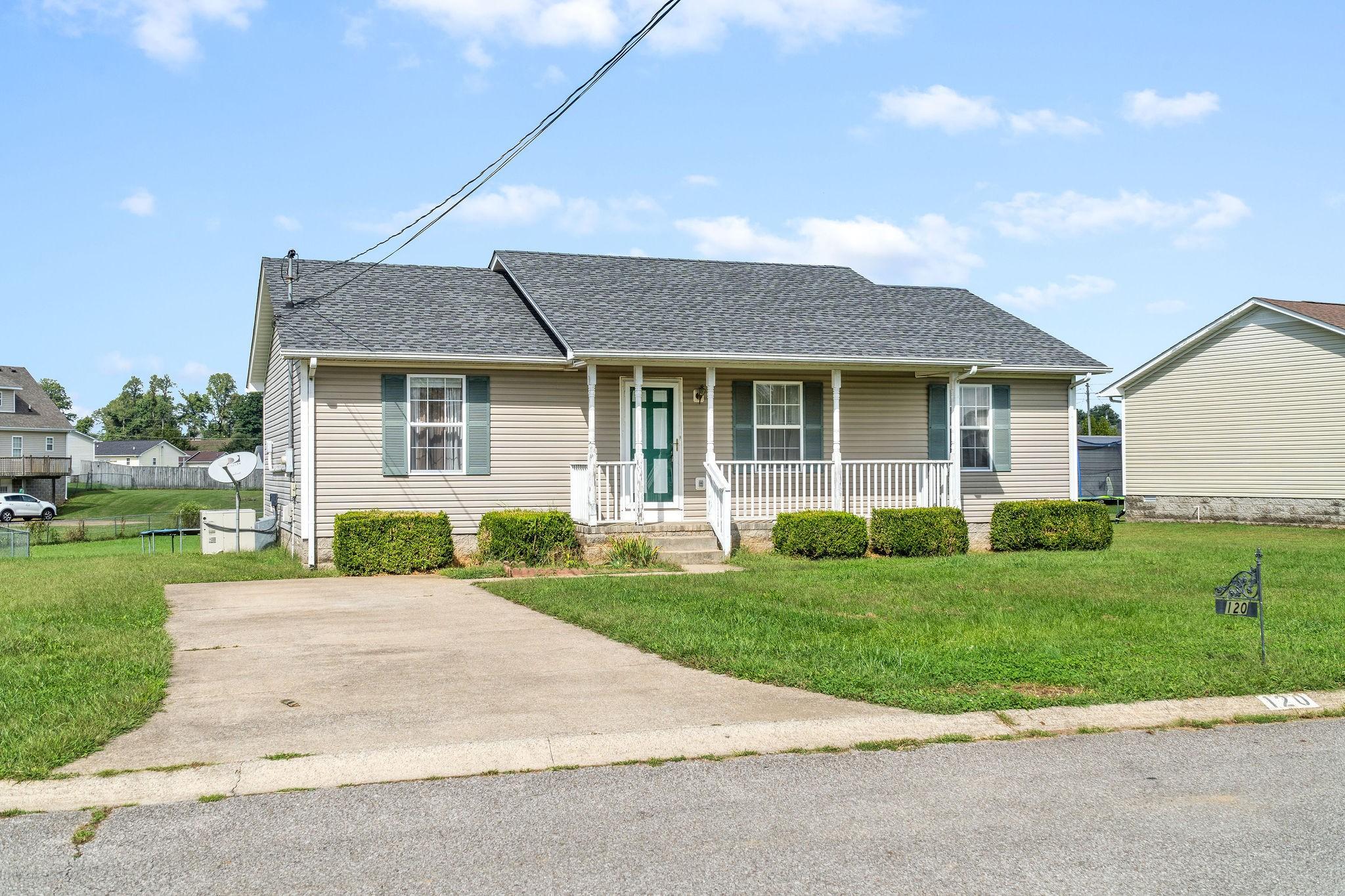 120 Gleaves Ln, Oak Grove, KY 42262