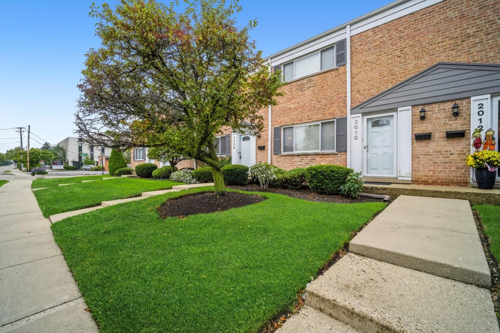 2010 Maple Avenue, Northbrook, IL 60062