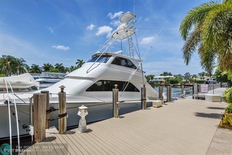 Looking for a very well maintained,  spacious home in Harbor Beach with 100 feet great protected dockage for your yacht?Do not miss this one!!5 bedrooms, 6 full bathrooms, all on one level. Roof in excellent condition, dock and seawall too! new AC's. Wonderful outdoor pool area located on private end of Isla Bahia Drive.