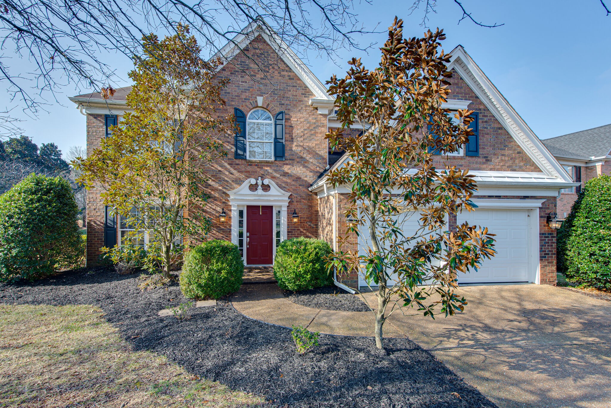 Wonderful home in coveted Sterling Oaks on fabulous lot adjoining HOA grounds. Updated kitchen counters and cabinets, beautiful tile shower with glass door in master bath, new gas water heater. Terrific location convenient to Brentwood, Nippers Corner, and Nashville hot spots. OPEN HOUSE SAT. 12-2PM.HIGHEST AND BEST OFFERS DUE 4PM 1-16.