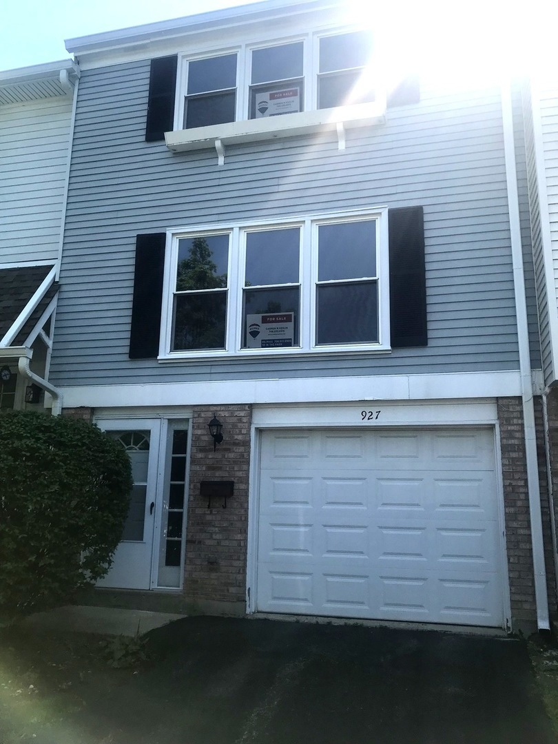 Remodeled 3 Level 2 Bedroom 1 1/2 Bath Townhome wi