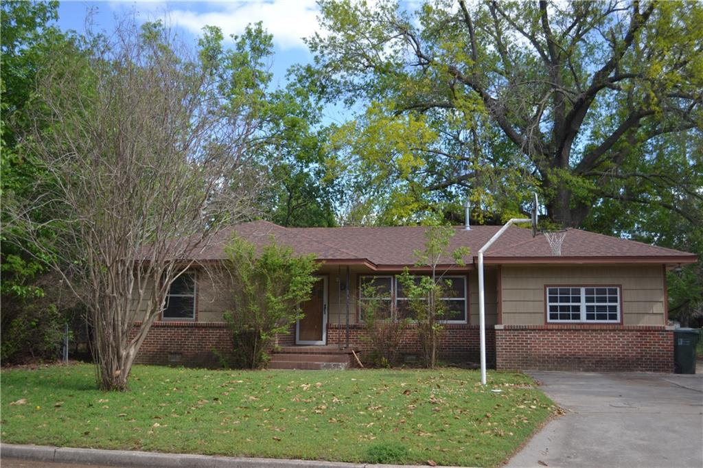 This is a fixer upper for one of you flipper's out there.  Oak floors under carpet, lots of possibilities. This is a great South West Norman neighborhood. You can walk or ride your bike to all schools and the University.