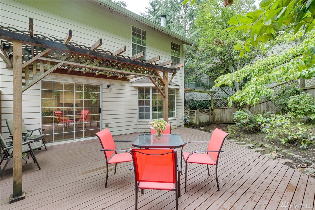 Nestled between Kirkland and Redmond Downtown's. This townhome has all the best features, including a new roof, brand new sparkling white cabinets with quartz counters, in all baths & kitchen. Open concept living overlooking your own private fenced back yard with entertainment sized deck.  Upstairs master has attached 3/4 bath & custom closet. Laundry room with storage. Hardwood floors throughout. Minutes to Microsoft, Google, Parks and Restaurants. Great investment for your own home or rental.