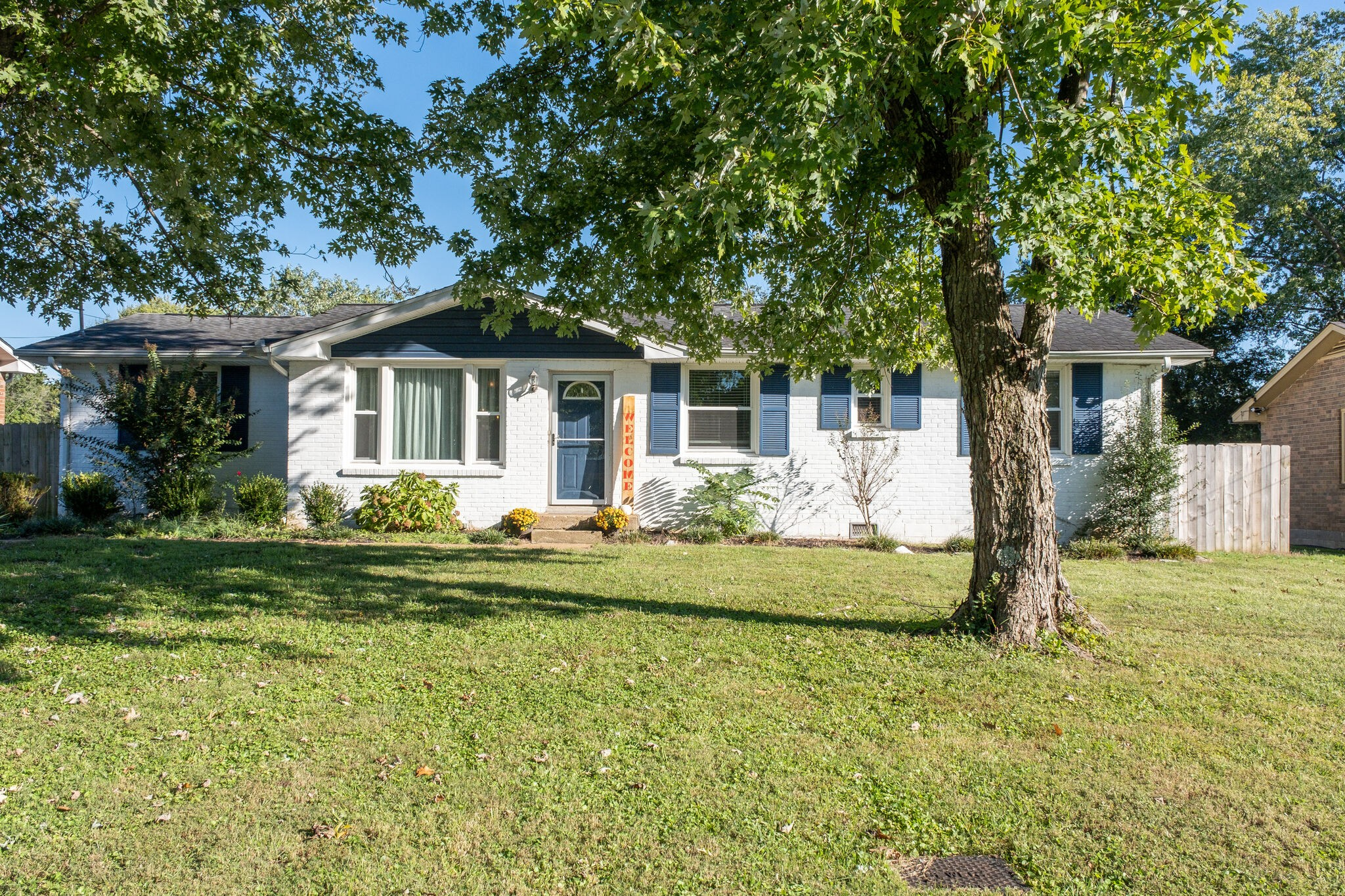 Charming ranch plan with large fenced level rear yard, move-in ready!  New kitchen and all kitchen appliances remain!  Call today for your private tour.