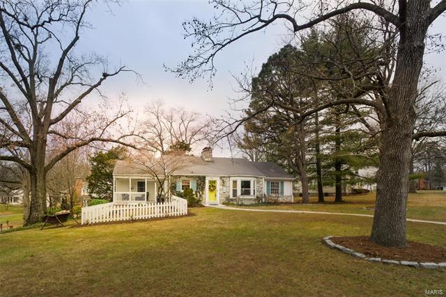 1527 Gardenia Drive, Webster Groves, MO 63119
