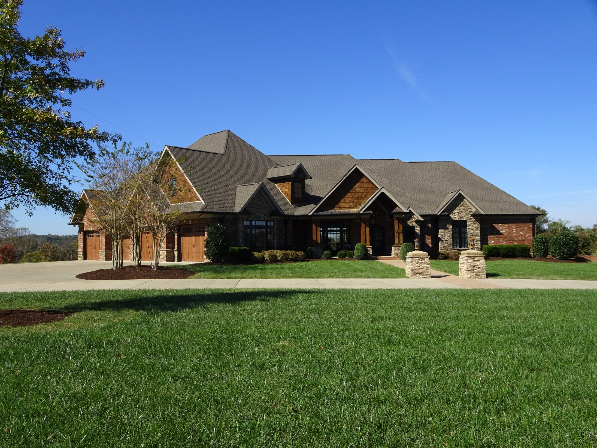 EXTRAORDINARY CUSTOM-BUILT HOME ON 7 PEACEFUL ACRES INSIDE THE CITY LIMITS WITH BEAUTIFUL ARCHITECTURAL FEATURES THROUGHOUT ! VAULTED GREATROOM W/ STONE FIREPLACE; STUNNING GOURMET KITCHEN W/ HUGE BREAKFAST BAR & MORNING ROOM; MASTER SUITE WITH 2 HUGE WALK-IN CLOSETS; FLORIDA ROOM; SEPARATE LIVING AREA W/ KITCHEN IN BS; TOO MANY AMENITIES TO LIST !
