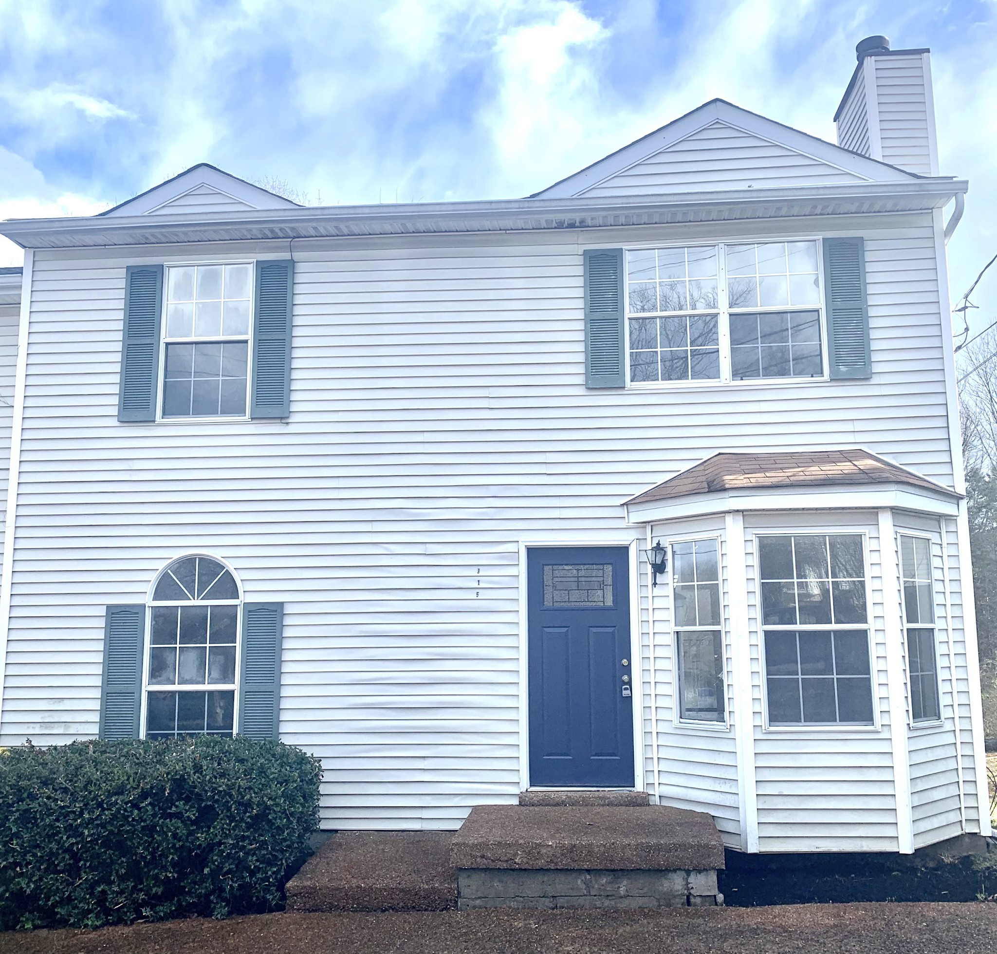 [MULTIPLE OFFERS RECEIVED, highest and best due by 6pm tomorrow 1/19] This updated townhome offers 4 Bedrooms/2 baths including fresh paint, new flooring, vanities, and kitchen amenities. New appliances include refrigerator, clothes washer/dryer, and dishwasher. Just 20-minute away downtown Nashville! Storage shed in backyard will convey.
