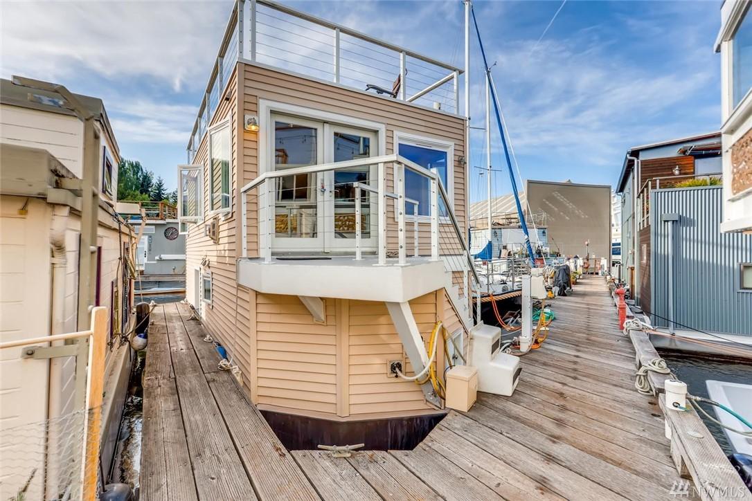 Seattle Houseboats | Seattle Floating Homes | Houseboats for