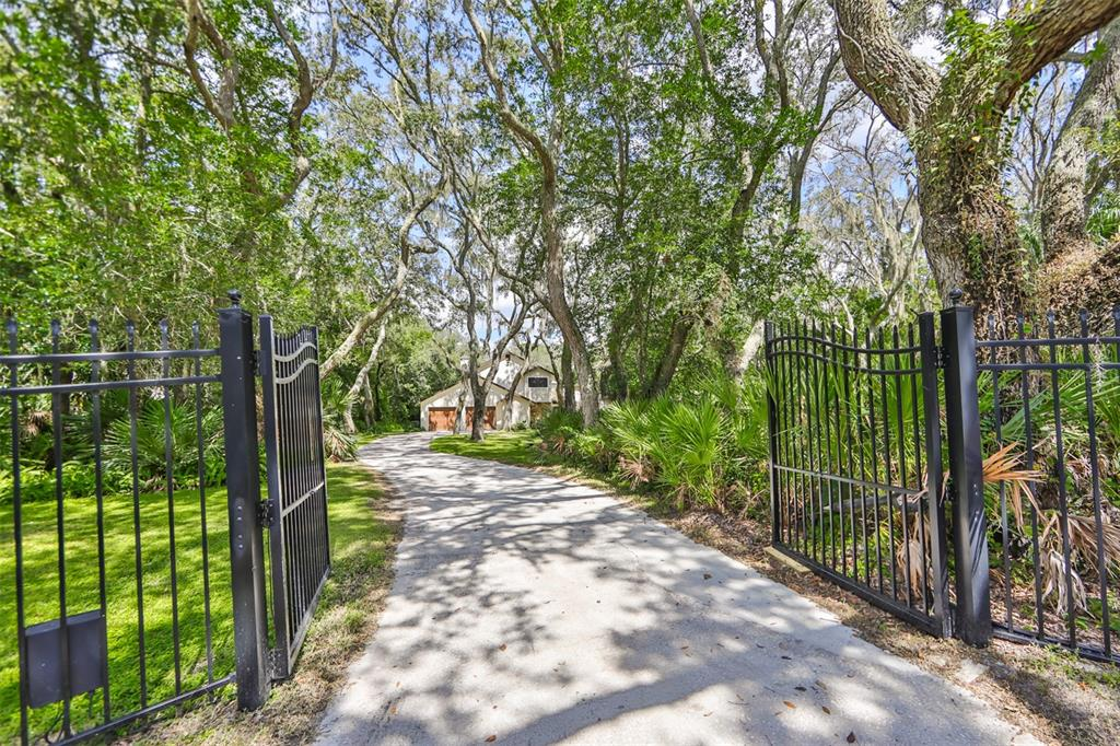 2610 Regal Oaks Lane, Lutz, FL 33559