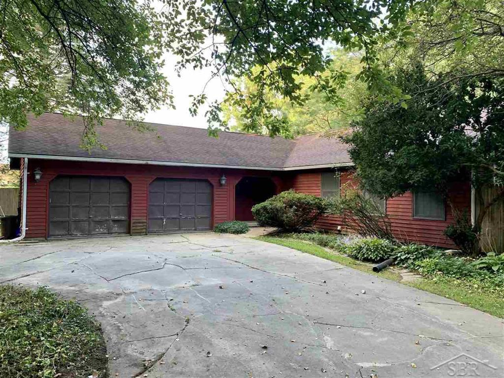 *Highest & Best Offers Due By Friday 9/10/21 @ 12 noon.  Seller will not accept any offers with escalation terms, asking only for buyer's highest and best offer.*  Thomas Township - Hemlock Schools!  Ranch home on 5 acres with inground pool and hardwood floors throughout.  Master bedroom with 4 piece master bath, living room with gas fireplace and full basement.  All appliances stay, book your showing today!