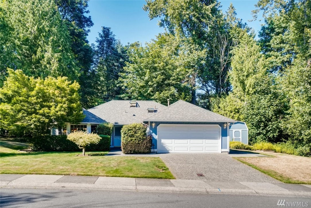 Rare find on English Hill! One level living in cozy home with great outdoor entertaining space, updated bathrooms, partially updated kitchen, skylights, and privacy from neighbors. Close to everything on the Eastside:10 min to Redmond, Woodinville, Kirkland, I-405, SR520, 22 min rush hour commute to downtown Bellevue, 6 min to Willows Rd. Well maintained. Versatile floor plan. Newer roof, furnace, bathroom fans, lighting, and attic/crawl insulation. 12x12 shed for storage.