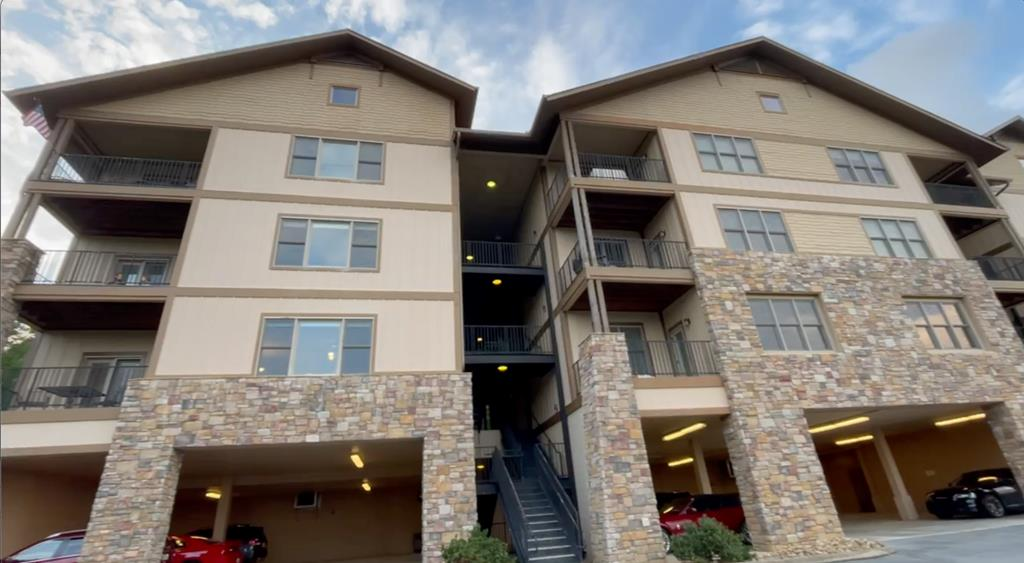 This 3 bedroom, 2 bath condo, with a beautiful mountain view, is in lovely Sevierville. This unit is available for 30 days or more rentals. Convenient to multiple attractions, including Dollywood and Smokey Mountain National Park. Included is the King size Master Bedroom set and Sectional sofa made for the Living Room. This will not last long. There is an elevator to the condo and is handicap-accessible. Be sure to watch the video tour of this fantastic move-in ready condo. Included in the HOA is water, trash pickup, lawn care, pest control, building insurance, elevator maintenance.