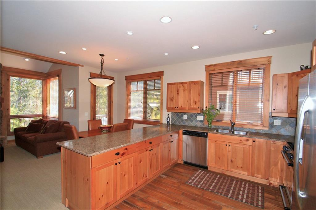 Beautiful expanded kitchen with stainless appliances and granite counters!